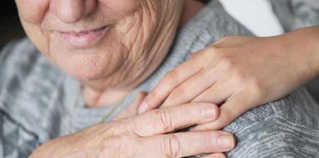 Foto Ligação entre quedas de idosos e perdas auditivas traz riscos à saúde na terceira idade