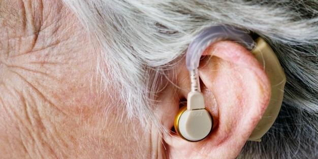 Capa do post Diferenças entre amplificadores e aparelhos auditivos: você sabe quais sãos?